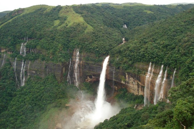 Nohkalikai-falls-Meghalaya